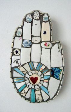 Foam board cut in shape of hand and then mosaic with more painted foam board. I would add metal charms also. Projects To Try, Patti Montgomery, Try it.
