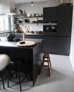Dining Area, Kitchen Dining, Build My Own House, Modern Kitchen Interiors, Kitchen Accessories, Cool Kitchens, Home Remodeling, Kitchen Remodel, Sweet Home