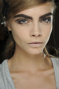 MARC JACOBS - Cara Delevingne shows off the Sixties-inspired make-up look. Bushy Eyebrows, Thick Eyebrows, Crazy Eyebrows, Dark Brows, Bold Brows, Eye Brows, Eyeliner, Beauty Makeup, Hair Makeup