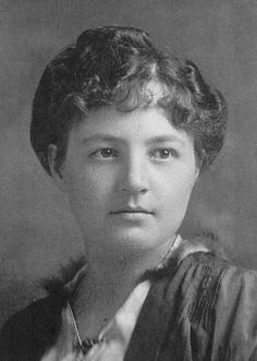 Justine Lacoste-Beaubien( 1877-1967) met en oeuvre la fondation d'hôpitaux à Montréal suite à sa rencontre avec Irma Levasseur, première femme médecin francophone au Québec. En 1951,sous sa gouverne,débute la construction de hôpital ( Ste-Justine).Il sera affilié à l'Université de Montréal,ce qui en fait un des centres pédiatriques les plus importants au Canada. En 1966, elle se retire de la direction de l'hôpital après 60 ans de services ininterrompus. Elle est aussi une femme sans enfant. Lacoste, Canada, Short Stories, Biography, Montreal, The Past, Novels, Occasion, Culture