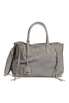 46052b072c 17 images fascinantes de sacs à main | Beige tote bags, Fashion ...