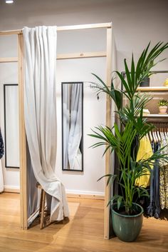 Clothing Boutique Interior, Clothing Store Design, Boutique Interior Design, Boutique Decor, Fashion Store Design, Retail Interior Design, Clothing Logo, Boutique Store Front, Boutique Shop