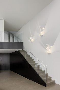 Aplique Set Led de #Vibia. Juego de luces, sombras, efectos lumínicos y volumétricos. Diseño de Xuclà.
