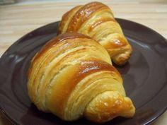 Kovászos Croissant hosszú érleléssel   Betty hobbi konyhája Croissant, Chia Puding, Baked Potato, French Toast, Potatoes, Bread, Baking, Breakfast, Ethnic Recipes