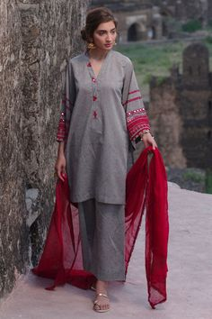Dhoop Chaun soft cotton dark grey Kurta with Sheesha and Resham embroidery. It comes with a Dark Grey complimentary izaar. Stylish Dress Designs, Stylish Dresses For Girls, Casual Dresses, Fashion Dresses, Simple Pakistani Dresses, Pakistani Dress Design, Pakistani Fashion Party Wear, Pakistani Outfits, Bollywood Fashion
