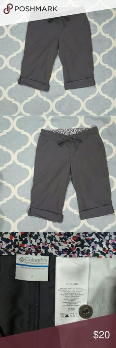 """Columbia Sportswear Sz 2 Gray Shorts/Capri Roll up Columbia Sportswear women's shorts/capri. Size 2. Gray. Roll up/down. Cotton blend. Used condition. Length: 21"""" (cuffs rolled up as pictured) Inseam: 13.5"""" (cuffs rolled up) Rise:8"""" Waist: 15""""  B1192 &e Columbia Shorts Bermudas"""