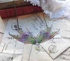 EnchantingFire faerie wing necklace por UndertheIvy2 en Etsy