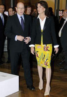 En 2010 Carolina con una falda de amarillo intenso.