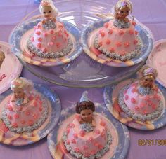 OMG! i LOVE these mini Barbie cakes! using Kelly dolls and large muffin tins to bake the mini cakes