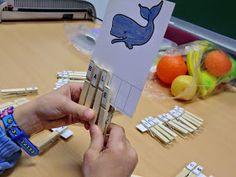 La Caseta, un lloc especial: Lectoescriptura amb pinces Plastic Cutting Board