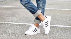 Stylingtipp: Blazer, Boyfriendjeans und Adidas Superstars