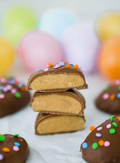 These Peanut Butter Eggs are a homemade copycat version of Reese's Peanut Butter Eggs, an Easter favorite. An easy recipe that will be a holiday staple! Reese Peanut Butter Eggs, Homemade Peanut Butter, Homemade Snickers, No Bake Desserts, Dessert Recipes, Dessert Food, Candy Recipes, Icebox Desserts, Sweet Desserts