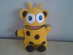 Giraf zorgenvriendje Stuffed Animal Patterns, Dinosaur Stuffed Animal, Plastic Bag Crochet, Crochet Monsters, Mug Cozy, Crochet Dolls, Tweety, Hug, Free Pattern