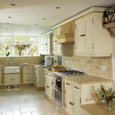 Travertine Tile Patterns for Kitchens | Traditional painted oak kitchen | Kitchen design | Decorating ideas ...