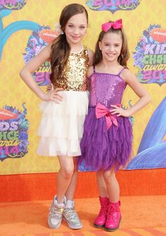 Maddie and Mackenzie Ziegler ; Nickelodeon's 27th Annual Kids' Choice Awards!!!! Who looks better?? Comment if you can