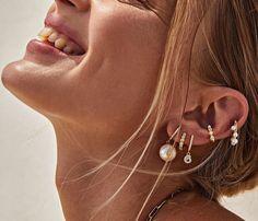 Mε τρόπο απόλυτα κομψό και άκρως καλοκαιρινό... Το να κάνειςlayeringστασκουλαρίκιαμέχρι πριν από λίγα χρόνια δεν Earrings, Jewelry, Ear Rings, Stud Earrings, Jewlery, Bijoux, Schmuck, Jewerly, Ear Jewelry