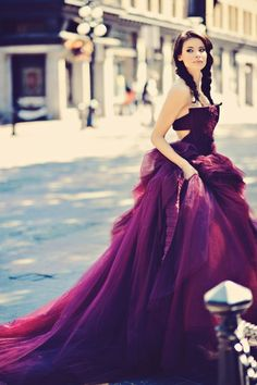 Vera Wang deep plum tulle gown. We're seeing this as a wedding gown paired with turquoise and tangerine florals and bridesmaids gowns. Enjoy RUSHWORLD boards, UNPREDICTABLE WOMEN HAUTE COUTURE, ART A QUIRKY SPOT TO FIND YOURSELF and LULU'S FUNHOUSE. Follow RUSHWORLD on Pinterest! New content daily, always something you'll love!    Photo by scenarioideal.com