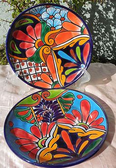 gorgeous idea for paint your own pottery plates Painted Plates, Hand Painted Ceramics, Ceramic Clay, Ceramic Pottery, Pottery Plates, Pottery Painting, Ceramic Painting, Mexican Ceramics, Talavera Pottery