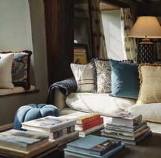 Willow Crossley, floral stylist, nature writer and interior designer, opens the doors to her cosy Cotswold home, an old farmhouse in Oxfordshire. Interior Design Inspiration, Home Decor Inspiration, Decor Ideas, Soho Farmhouse, Willow House, Soho House, Rustic Cottage, Cottage Interiors, Cozy Corner