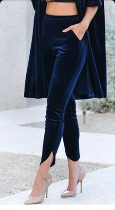 Navy velvet clothes Button trousers outfit ideas for women. Cute valentines day Source by devonyeb ideas pantalon Fashion Pants, Look Fashion, Trendy Fashion, Fashion Dresses, Womens Fashion, Fashion Ideas, Women's Clothing Fashion, Navy Clothing, Fashion 1920s