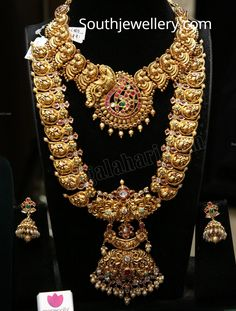 Bridal antique peacock necklace and haram photo Gold Temple Jewellery, Gold Wedding Jewelry, Bridal Jewelry Sets, Gold Jewelry, Antique Jewellery Designs, Indian Jewelry, Peacock Necklace, Gold Necklace, Siri