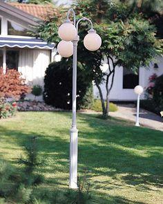 Lampada su palo a 3 luci Arcturus, bianca Outdoor Lamp Posts, Outdoor Post Lights, Outdoor Wall Lighting, Exterior Lighting, Outdoor Walls, Pillar Lights, Path Lights, Grande Lampe, White Acrylics