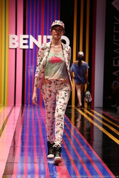 Benito Fernandez primavera verano 2015 pantalones. Hippie Chic, Boho Chic, Capri Pants, Outfits, How To Make, Fashion Design, Spring Summer Trends, Spring Summer 2015, Spring Fashion