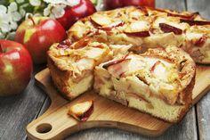 Mięciutkie i pełne sezonowych owoców – po prostu pyszne! Takie właśnie jest to ciasto drożdżowe jabłkami. Będzie idealnym dodatkiem do aromatycznej, popołudniowej kawy. Nie zostanie nawet okruszek!