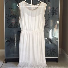 Stunning boutique dress not eligible for bundle discount over 20% this is a favorite white, sheer and flowy dress. Built in extra layer of dress so it's not too see through. Chain detail around neck and arms. Only worn once so it's almost perfect condition. Brand Willow and Clay. Extra button attached. Dry clean only Willow & Clay Dresses Midi