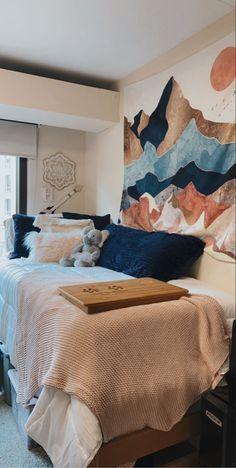 Dorm Room Themes, Pink Dorm Rooms, College Bedroom Decor, Dorm Room Designs, Cute Dorm Rooms, Room Design Bedroom, Collage Dorm Room, Cozy Dorm Room, Dorm Room Organization
