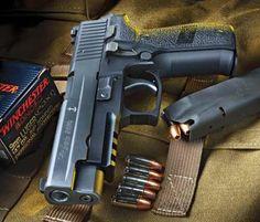 Handguns Tactical Life, Tactical Gear, Tactical Gloves, Sig Sauer P226, Firearms, Shotguns, Revolvers, Home Defense, Guns And Ammo
