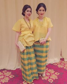 8 Inspirations of Clothing For Engagement Outfit Outfit Kebaya Lace, Batik Kebaya, Kebaya Hijab, Kebaya Brokat, Kebaya Dress, Dress Pesta, Kaftan Designs, Blouse Batik, Batik Dress