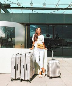 Spotted: Fabulous  fashion blogger @JohannaEOlsson with her pearl Cosmolite set at Milano… #Samsonite #mysamsonite #MarketDistrict #Boston