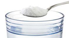 Sal, bicarbonato, água fervente e vinagre na limpeza dos ralos