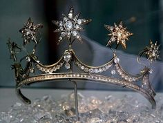 """thestandrewknot: """" Queen Emma's Star Tiara. """" Tiara Queen Emma of the Netherlands Apparently the stars are removable and can be worn as brooches. Royal Crowns, Royal Tiaras, Tiaras And Crowns, Royal Jewelry, Star Jewelry, Vintage Jewelry, Gold Jewelry, Faberge Eier, Princess Aesthetic"""