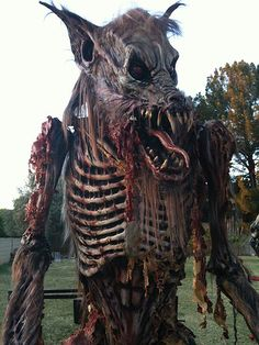 Midnight Studios FX, award winning sculptor and industry leader. Choose MSFX for all of your haunted house costumes, mechanical effects needs. Outside Halloween Decorations, Outdoor Halloween, Halloween Images, Spooky Halloween, Halloween Nails, Arte Horror, Horror Art, Halloween Creatures, Arte Robot