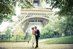 Pre-wedding at Eiffel Tower / Pierre - Paris photographer