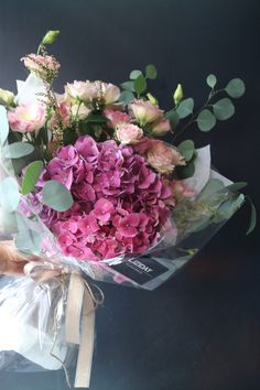 centerpiece  #liziday #flower #florist #flowershop #handtied #flowergram #flowers #flowerarrange #flowerlesson #koreaflower #flowerclass #리지데이 #플로리스트 #꽃다발 #꽃박스 #꽃스타그램 #花 #花艺师 #花卉研究者 #花店 #花艺  kakao talk ID : 리지데이