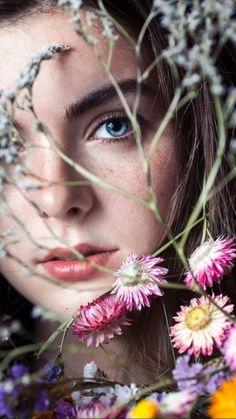 Teen Photography, Creative Portrait Photography, Creative Portraits, Beauty Photography, Photographie Portrait Inspiration, Fashion Photography Inspiration, Portrait Photo Original, Photo Oeil, Creative Photoshoot Ideas