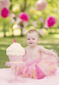 """Fave cake smash ever- - of course, she is the """"queen of cake smashes"""" IMO. :) I am so doing this!"""