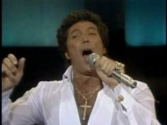 I was never a Tom Jones fan, but! Listening to this I could become one. Beautiful! Tom Jones, you'll never walk alone