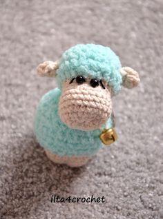 Kto szydełkuje nie błądzi - ilta4crochet: Zimowe breloczki do kluczy - owieczki