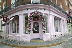 London Lifestyle Blog Broken Clouds, Best Places In London, Peggy Porschen Cakes, London Cafe, London Lifestyle, Lifestyle Blog, Dark Chocolate Truffles, Elizabeth Street, Last Minute Travel