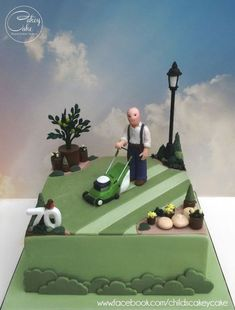Making Golf ball Cake Step by Step 70th Birthday Cake For Men, Garden Birthday Cake, Vintage Birthday, Lawn Mower Cake, Allotment Cake, Vegetable Garden Cake, Golf Ball Cake, Golf Cakes, Grass Cake