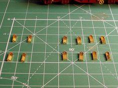 Foto 4. Mejora bobineros. Escala H0.  Proceso de detallado de los vagones portabobinas.