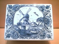 VINTAGE DELFT BLAUW / DELFT BLUE HAND-PAINTED TRINKET BOX / MADE IN HOLLAND