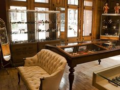 House treasures and collections in an organized, vintage reminiscent way.. Love.