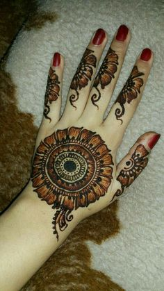 Mehndi henna designs are always searchable by Pakistani women and girls. Women, girls and also kids apply henna on their hands, feet and also on neck to look more gorgeous and traditional. Mehndi Designs Finger, Round Mehndi Design, Back Hand Mehndi Designs, Mehndi Designs Book, Modern Mehndi Designs, Mehndi Designs For Girls, Mehndi Designs For Beginners, Mehndi Design Photos, Mehndi Designs For Fingers