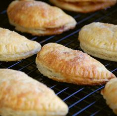 Apple Hand Pies, Perfect For Thanksgiving Pre-Snacking! Just Desserts, Delicious Desserts, Yummy Food, Dessert Healthy, Pie Dessert, Dessert Recipes, Dessert Ideas, Just Pies, Apple Hand Pies