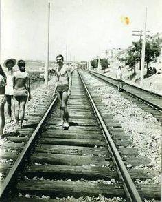 Bir zamanlar... Çamlık'tan Bostancı'ya uzanan tren yolu. Ve denizin tadını çıkartan zamane gençleri.